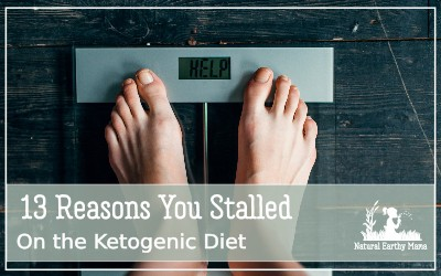 Have you hit a keto stall? Here are 13 reasons that you have reached a plateau on the ketogenic diet and what you can do to boost your weight loss again. Tips, hacks and weightloss. #naturalearthymama #weightloss #ketogenicdiet #keto