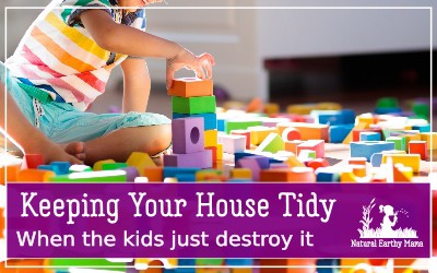 Children are notoriously messy. Keeping your house tidy with children can be an endless task. Check out these life hacks to help keep you house tidy despite the children. #naturalearthymama